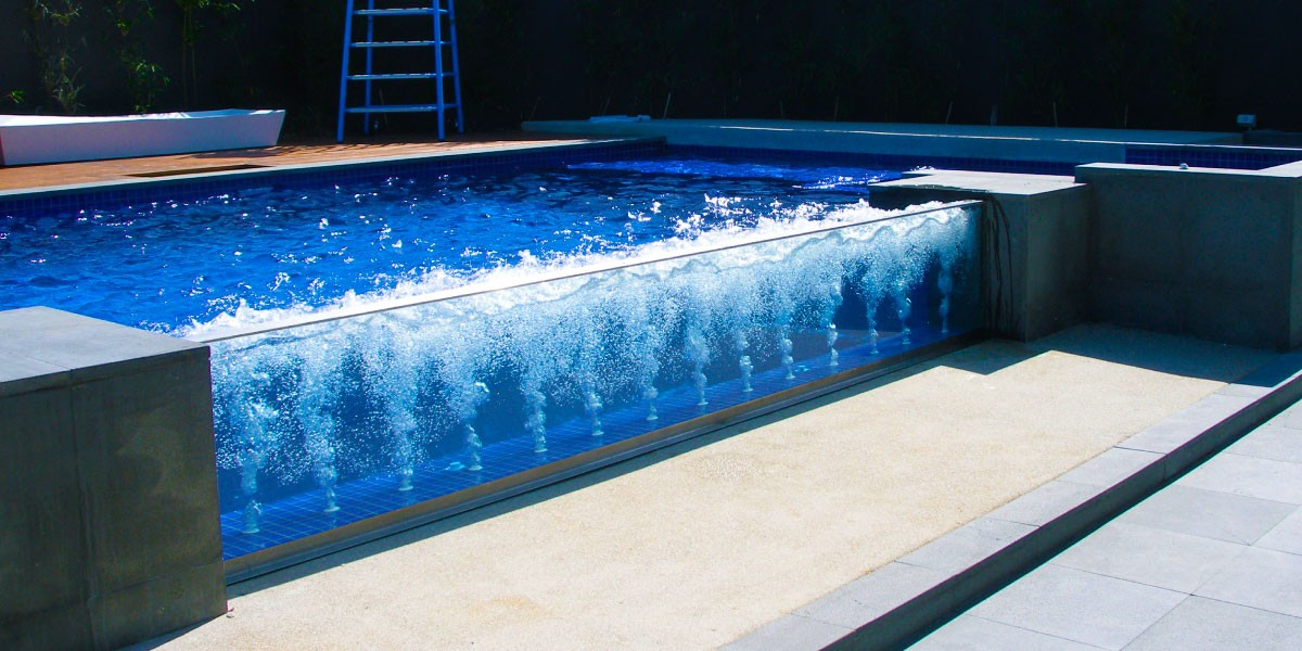 Swimming glass pool walls for Glass swimming pool